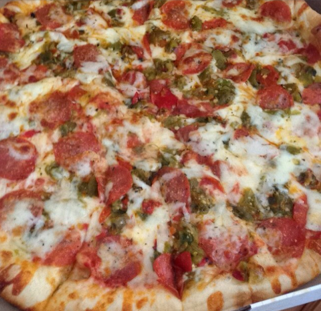 Green Chile and Extra Cheese Pizza / Photo taken by Instagram User @miztinezz